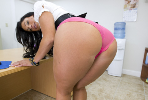 Angela Aspen - Bubble Butt Milf